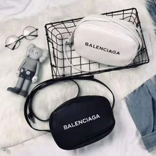 バレンシアガ(Balenciaga)の超美品Balenciagaショルダーバッグ/白い、黒い(ショルダーバッグ)