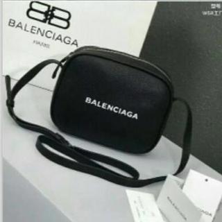 バレンシアガ(Balenciaga)のバレンシアガショルダーバッグ 本革GUCCI ルイヴィトン(ショルダーバッグ)