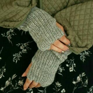 トゥデイフル(TODAYFUL)の【美品】TODAYFUL ニットアームウォーマー グレー 手袋グローブ(手袋)