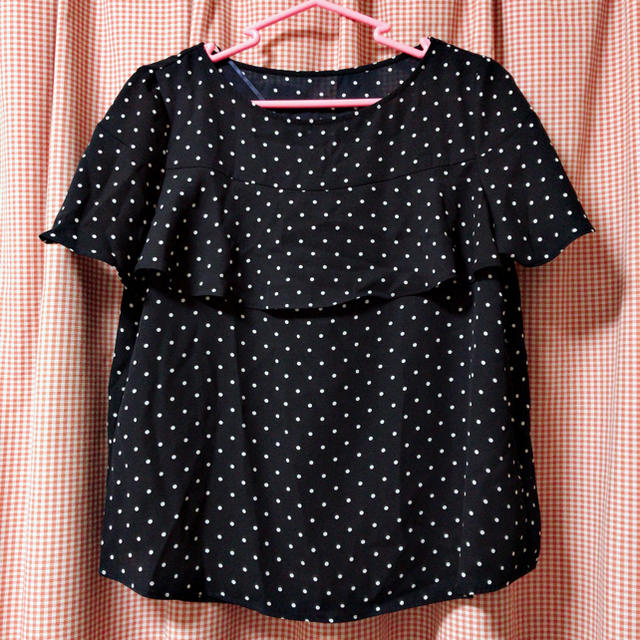 GU(ジーユー)のドットフリルブラウス レディースのトップス(シャツ/ブラウス(半袖/袖なし))の商品写真