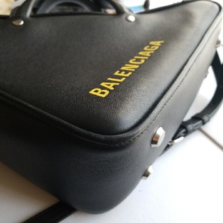 バレンシアガ(Balenciaga)のバレンシア トライアングル ショルダーバッグ BALENCIAGA 黒 黄色(ショルダーバッグ)