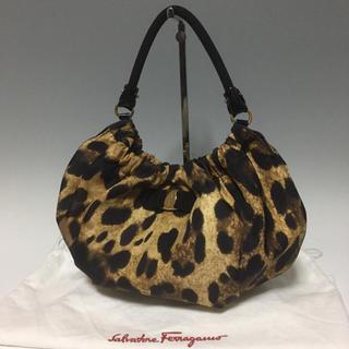 Salvatore Ferragamo - フェラガモ 美品 ヴァラ レオパード ハンドバッグ 豹柄 ナイロン