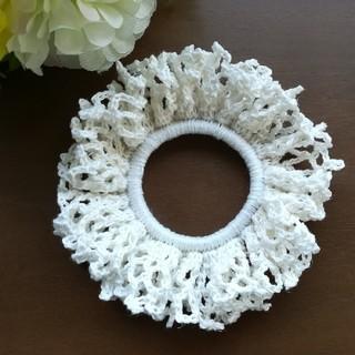 ホワイト シュシュ/ヘアゴム/ヘアアクセサリー ハンドメイド*手編み