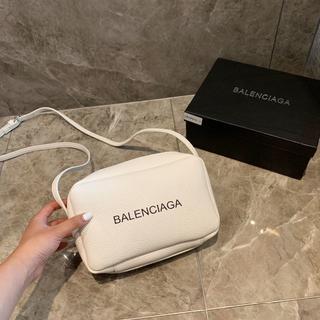 バレンシアガ(Balenciaga)のBalenciaga ショルダーバッグ カメラバッグ 可愛い(ショルダーバッグ)