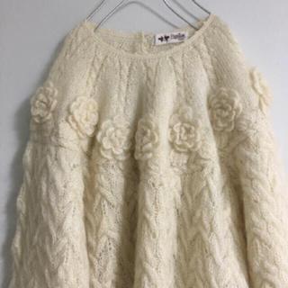 Lochie - vintageレトロ古着お花飾りふわふわボリュームニット