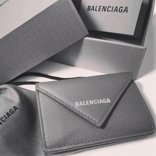 Balenciaga - 新品 バレンシアガ  ギフト梱包 ペーパーミニウォレット ミニ財布 グレー