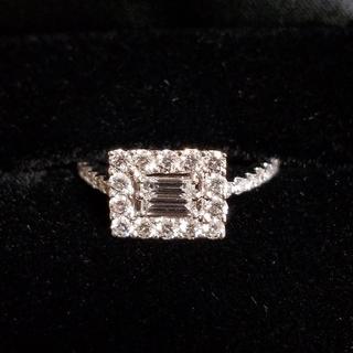 K18ホワイトゴールド。ダイヤトータルで0.76カラットリング(リング(指輪))