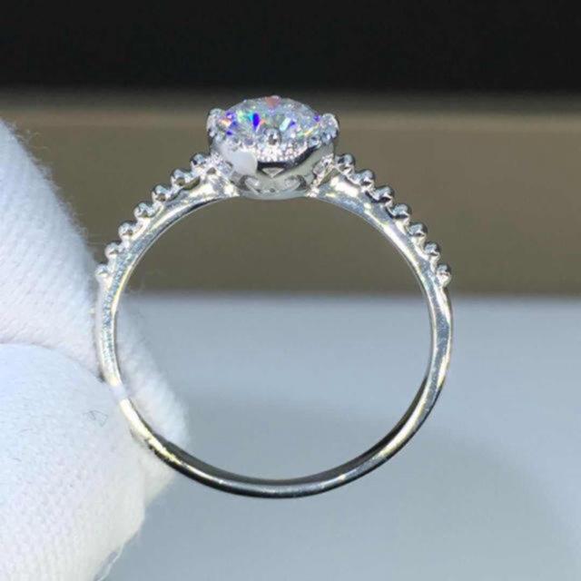 【0.5カラット】輝く モアサナイト ダイヤモンド リング レディースのアクセサリー(リング(指輪))の商品写真