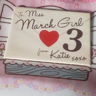 ケイティー(Katie)のKatieバースデーバッジ3月(ブローチ/コサージュ)