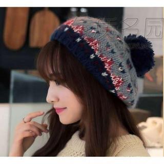 ボンボン付きかわいい ニット ベレー帽 グレー(ハンチング/ベレー帽)