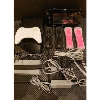 ウィーユー(Wii U)のWii U本体(黒色/32GB)、コントローラーセット(家庭用ゲーム機本体)