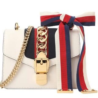グッチ(Gucci)のグッチ(GUCCI)Sylivieシリーズの女性用白錠ミニチェーンバッグ(トートバッグ)