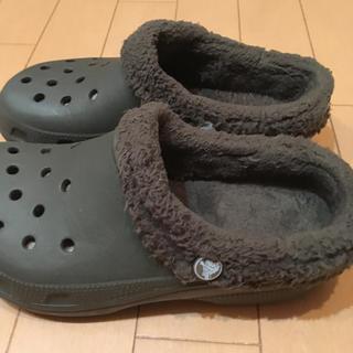 クロックス(crocs)のクロックス もこもこサンダルブラウン23cm(サンダル)