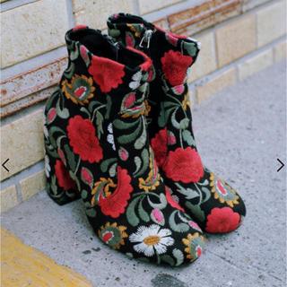スライ(SLY)のSLY   Flower刺繍ショートブーツ(ブーツ)