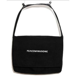 ピースマイナスワン(PEACEMINUSONE)のPeaceminusone OVERSIZED MESSENGER BAG(メッセンジャーバッグ)