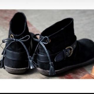ベルーナ(Belluna)の新品 後ろリボン スウェード調 ブーツ ブラック ワイド3E 24cm(ブーツ)