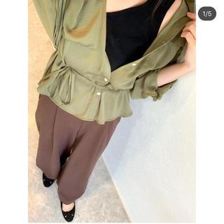 ジーユー(GU)のGU 完売 サテンダブルポケットシャツ カーキ L(シャツ/ブラウス(長袖/七分))