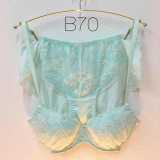 トリンプ(Triumph)の【新品】B70 アモスタイル 夢みるブラ&ショーツセット(ブラ&ショーツセット)