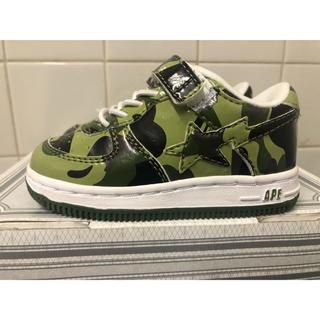 アベイシングエイプ(A BATHING APE)のAPE BAPESTA KIDS GREEN CAMO 13センチ 新品(スニーカー)