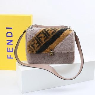 FENDI - Fendi暖かいショルダーバッグ