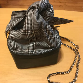 ZARA - 巾着ショルダーバッグ  スクエア