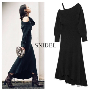 snidel - SNIDEL ワンショルダールーズニットワンピース