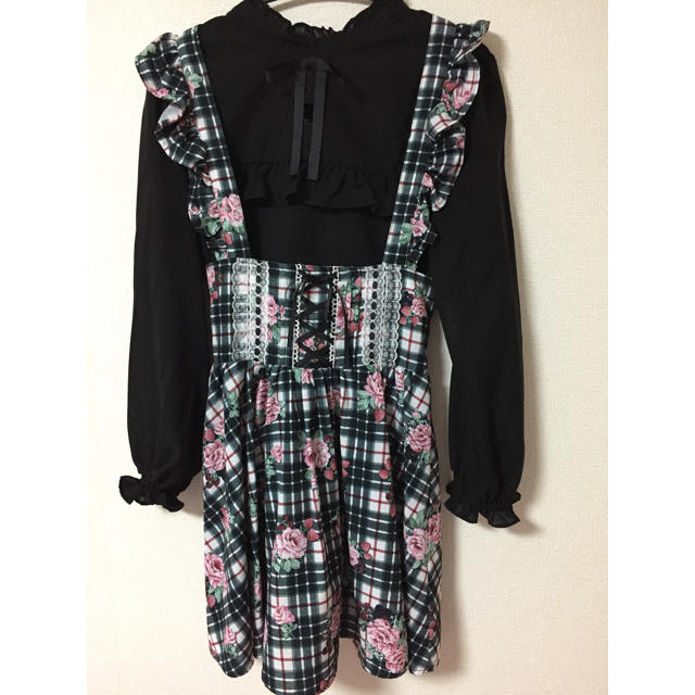 Ank Rouge(アンクルージュ)のベリーローズチェックジャンスカ、ラビットくり抜きブラウス レディースのスカート(ミニスカート)の商品写真