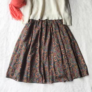 クミキョク(kumikyoku(組曲))の【美品】組曲 リバティプリントのロングスカート 1 S(ロングスカート)
