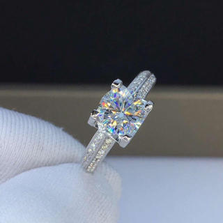 【1カラット】輝く モアサナイト  ダイヤモンド リング(リング(指輪))