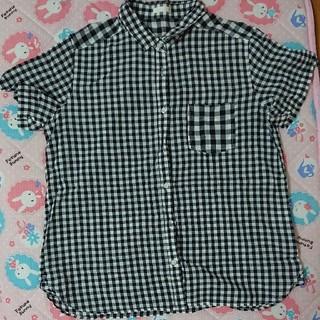 黒チェックシャツ