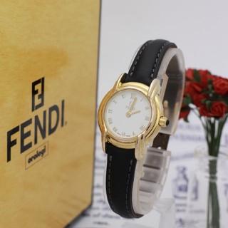 フェンディ(FENDI)の正規品【新品電池】FENDI 300L/稼働OK ホワイト 人気モデル(腕時計)