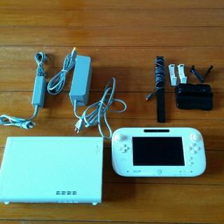 ウィーユー(Wii U)のwiiu本体 32ギカ(家庭用ゲーム機本体)
