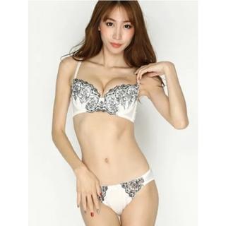 盛りブラ B70 ホワイト刺繍 ブラショーツ セット(ブラ&ショーツセット)