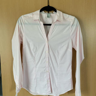 H&M - 早い者勝ち⚠️ H&M Vネックシャツ