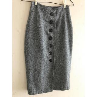 ハイウエスト前ボタンのタイトスカート