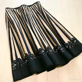 エムズグレイシー(M'S GRACY)の美品 エムズグレイシー フラワープリント フレアスカート 38(ひざ丈スカート)