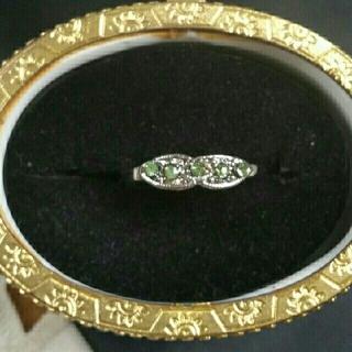 ◆8◆5粒のモスグリーンカラーストーンを散りばめたリング(リング(指輪))