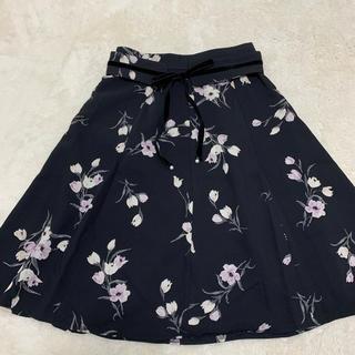 ミッシュマッシュ(MISCH MASCH)の花柄スカート黒(ひざ丈スカート)