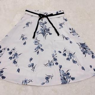 ミッシュマッシュ(MISCH MASCH)の花柄フレアスカート白(ひざ丈スカート)
