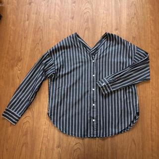 GU - 抜き襟ストライプシャツ