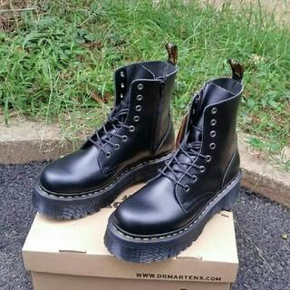 超人気UK4ドクターマーチン Dr.Martens 新品 厚底ブーツ 革靴