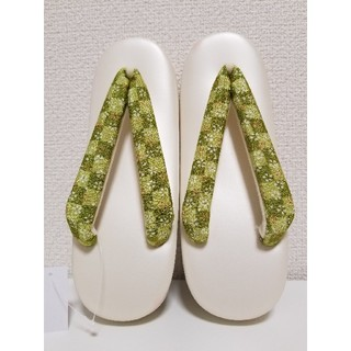 【新品】市松に小花柄の鼻緒 カジュアル 草履 フリーサイズ(下駄/草履)