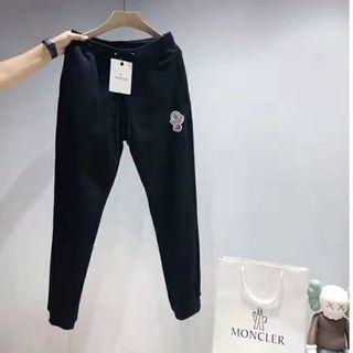 MONCLER - 人気美品Monclerカーゴパンツ/黒い