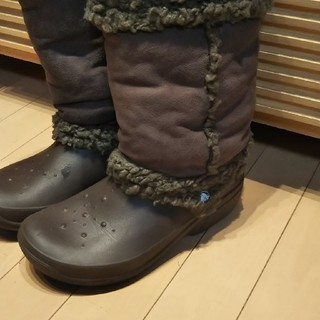 クロックス(crocs)のcrocsクロックス ブーツ ブラウン ナディア24size (ブーツ)