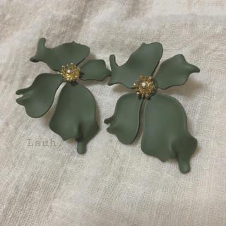 Ameri VINTAGE - j113.antique flower pierce(khaki)