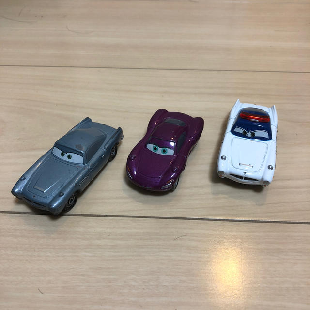 TOMMY(トミー)のカーズ  トミカ3台 エンタメ/ホビーのおもちゃ/ぬいぐるみ(ミニカー)の商品写真