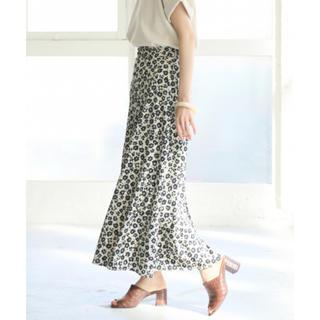 LOWRYS FARM - LOWRYS FARM ハナクルミボタンAラインスカート ホワイト