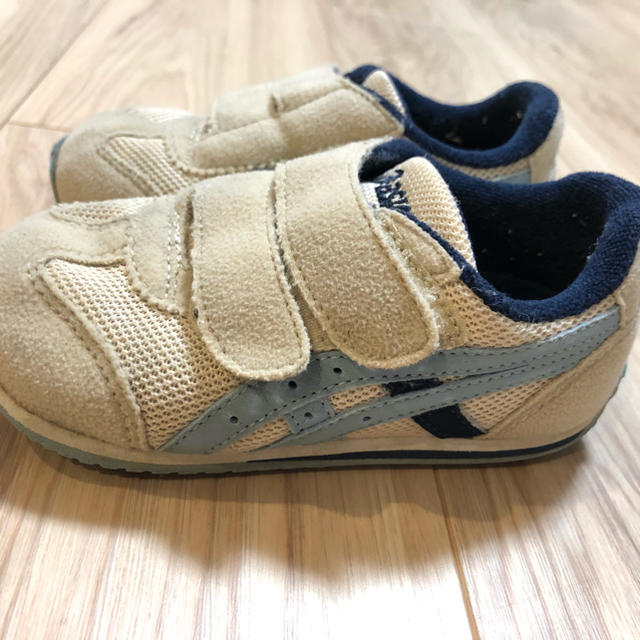 asics(アシックス)のasics アシックス スニーカー キッズ/ベビー/マタニティのベビー靴/シューズ(~14cm)(スニーカー)の商品写真