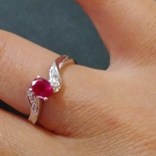 綺麗なルビー750ルビー0.55刻印あり綺麗なルビーとダイヤリング 指輪(リング(指輪))