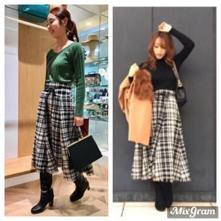 ミラオーウェン(Mila Owen)の《美品》大人気完売品♡裾フリンジ フレアスカート  17AW(ロングスカート)